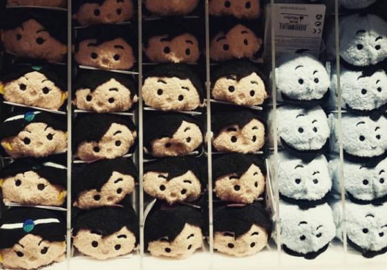 Foto dos Tsum Tsums de Aladdin à venda em uma loja