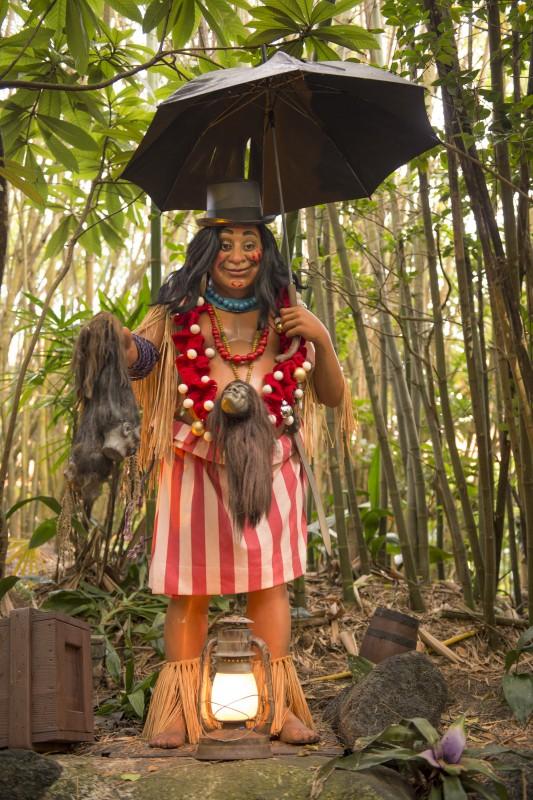 Estátua do Trader Sam que dá nome ao bar, parte da atração Jungle Cruise