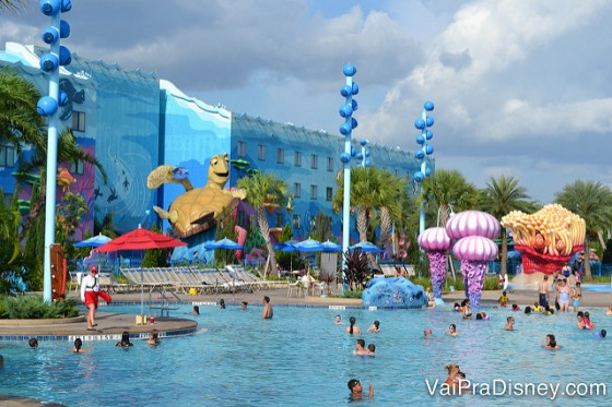 A maior piscina da Disney fica no Art of Animation.