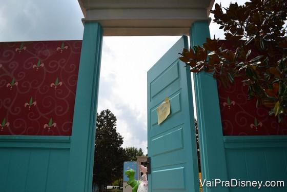 Entrada para a área do Toy Story com a porta do quarto do Andy. Por fora as decorações são bem chamativas.