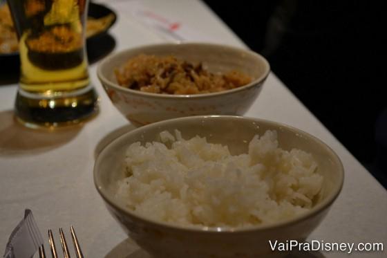 Arroz branco e arroz frito.