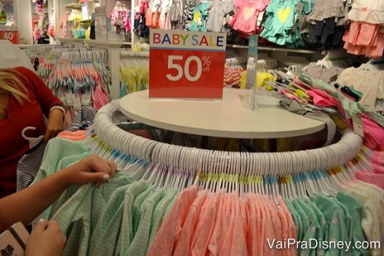 Já as roupinhas de bebês, são bem mais em conta nos EUA, quando comparamos com os preços brasileiros