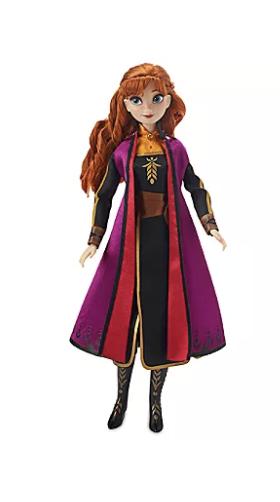 Foto da boneca da nova versão da Anna, também com a roupinha do novo filme que está à venda nas lojas da Disney
