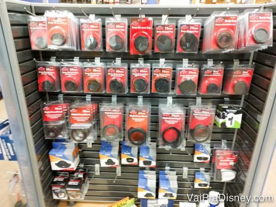 Olha a quantidade de tampinhas para as lentes das câmeras. Sempre perco as minhas