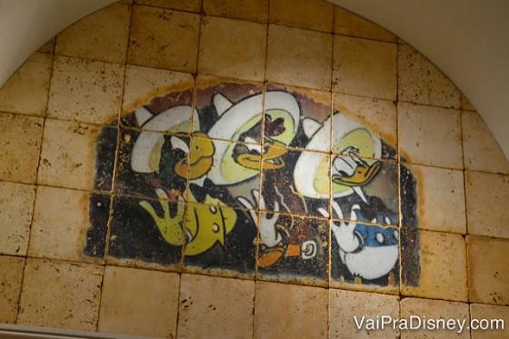 Decoração do hotel com os Three Caballeros, Donald, Zé Carioca e Panchito