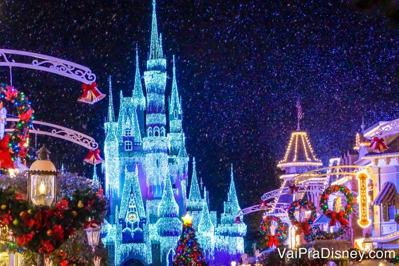 Nos primeiros dias do ano, a decoração maravilhosa de Natal ainda pode ser observada nos parques.