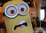 Os Minions são encontrados para fotos na Universal.