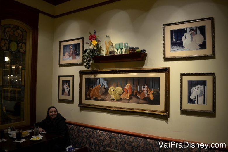 Foto dos quadros do Tony's contando a história do filme A Dama e o Vagabundo