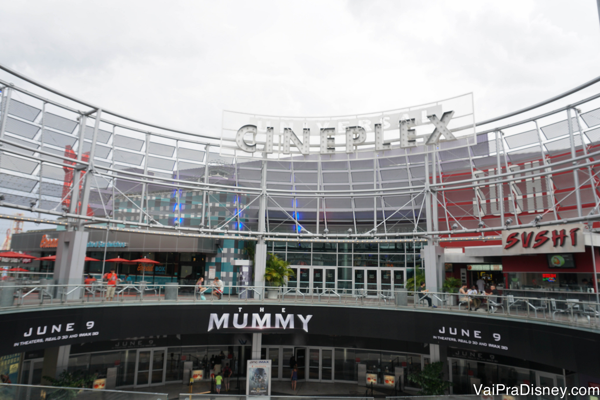 Foto do gigante complexo de cinemas do CityWalk, chamado de Cineplex