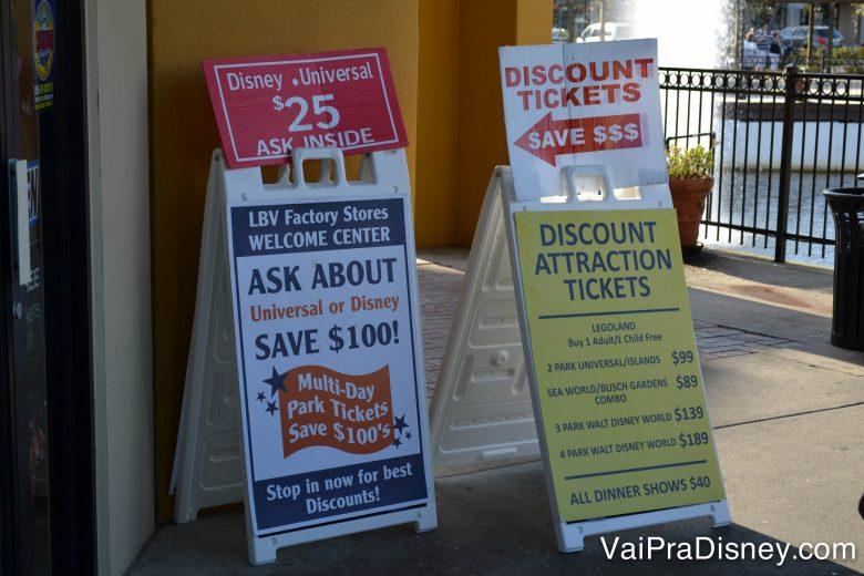 """Golpe dos ingressos baratos no meio dos Outlets de Orlando. Sempre que você encontrar um desconto milagroso em troca de um """"convite"""" para ver uma palestra, fuja dessa furada."""