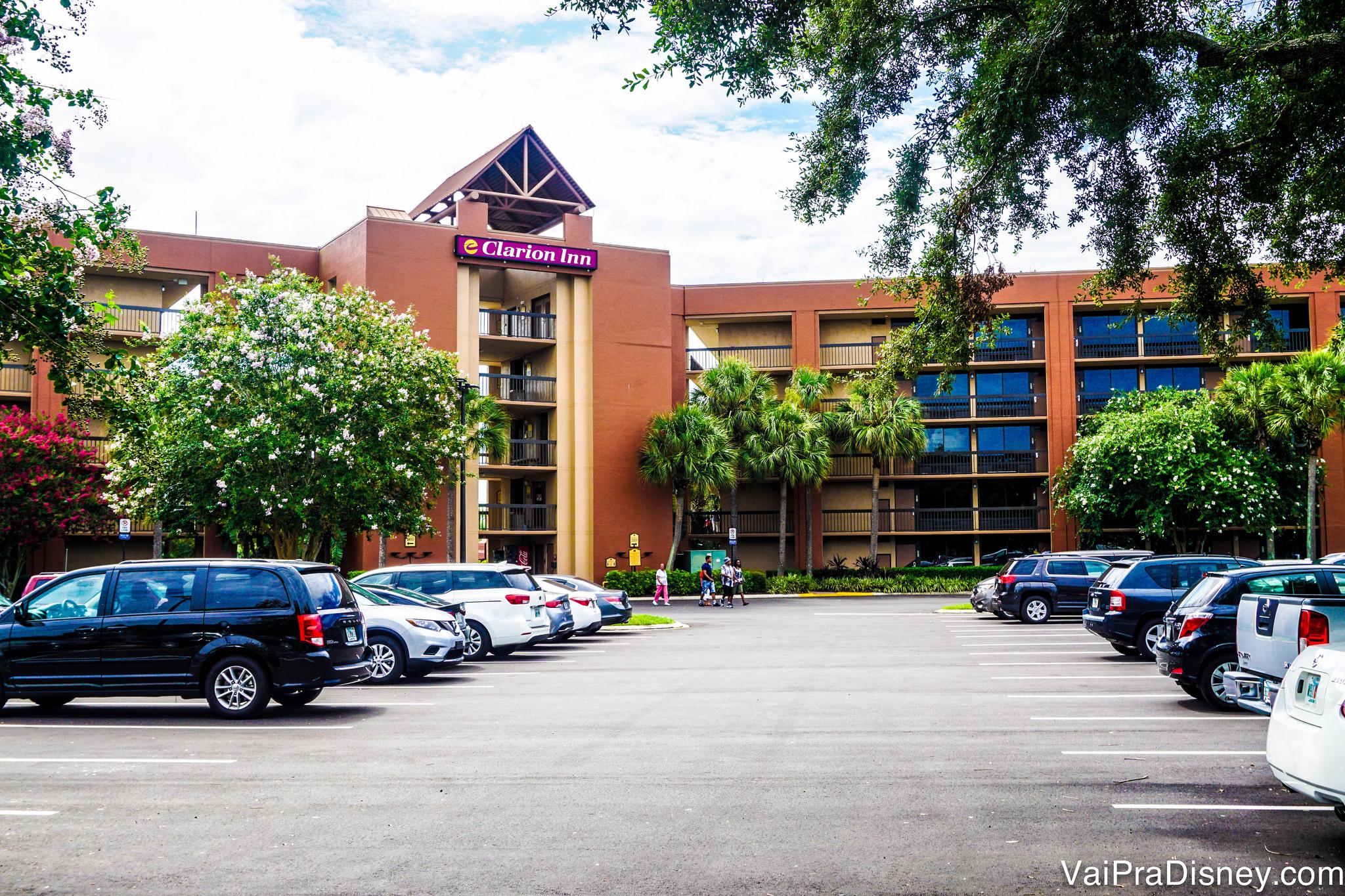 Clarion Inn é um exemplo de hotel barato e com transporte gratuito para os principais parques de Orlando