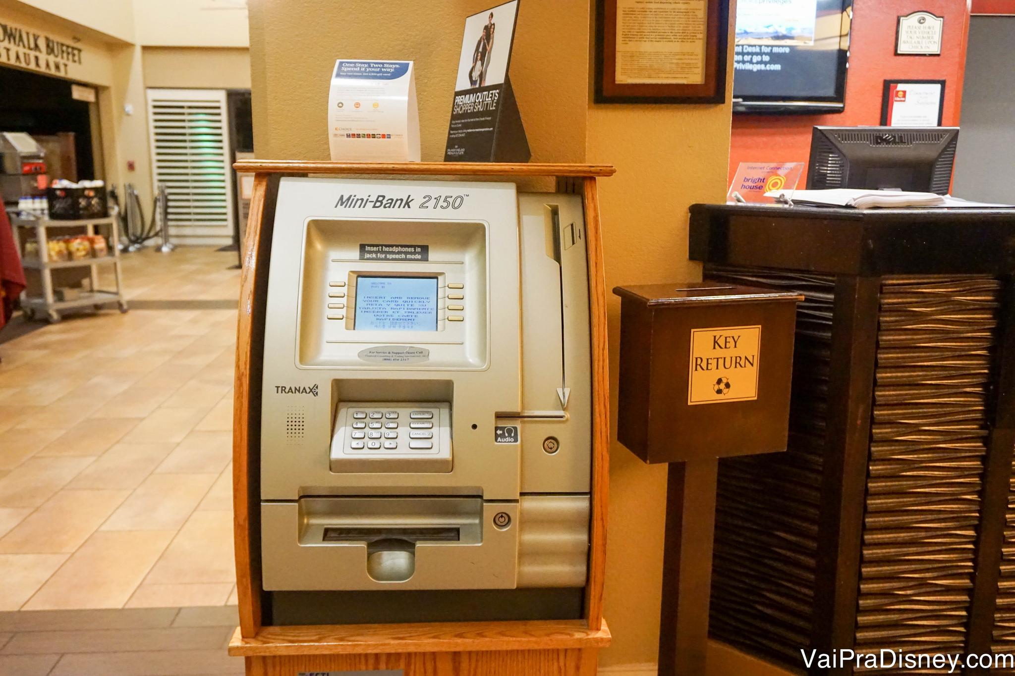 Caixa eletrônico disponível na recepção do Rosen Inn Lake Buena Vista.