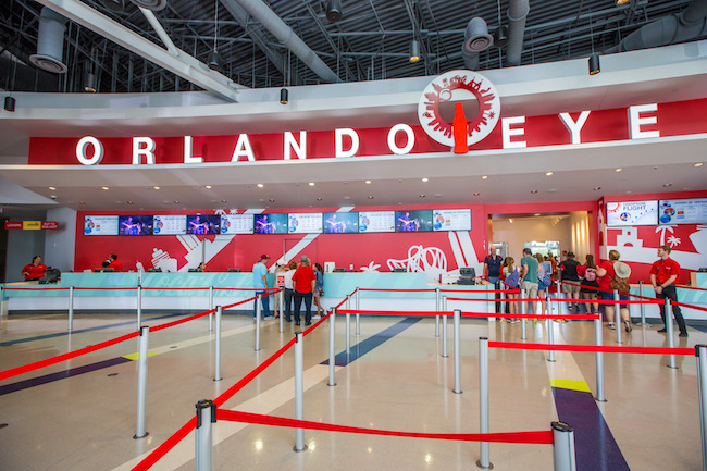 Bilheteria da ICON Orlando com a carinha antiga, ainda dominada pela Coca-Cola. Foto da bilheteria do antigo ICON, com as cores da Coca-Cola
