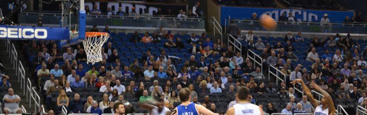 Algum jogo do Orlando Magic contra o New York Knicks!