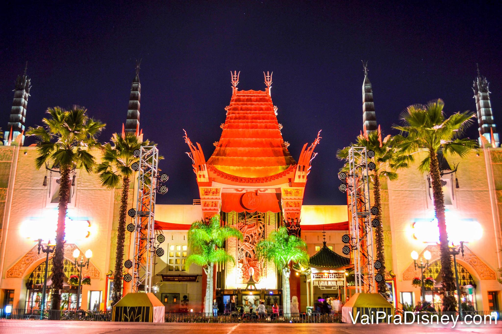 Teatro chinês do Hollywood Studios, onde acontece o show de fogos de Star Wars e o show de projeções Disney Movie Magic.