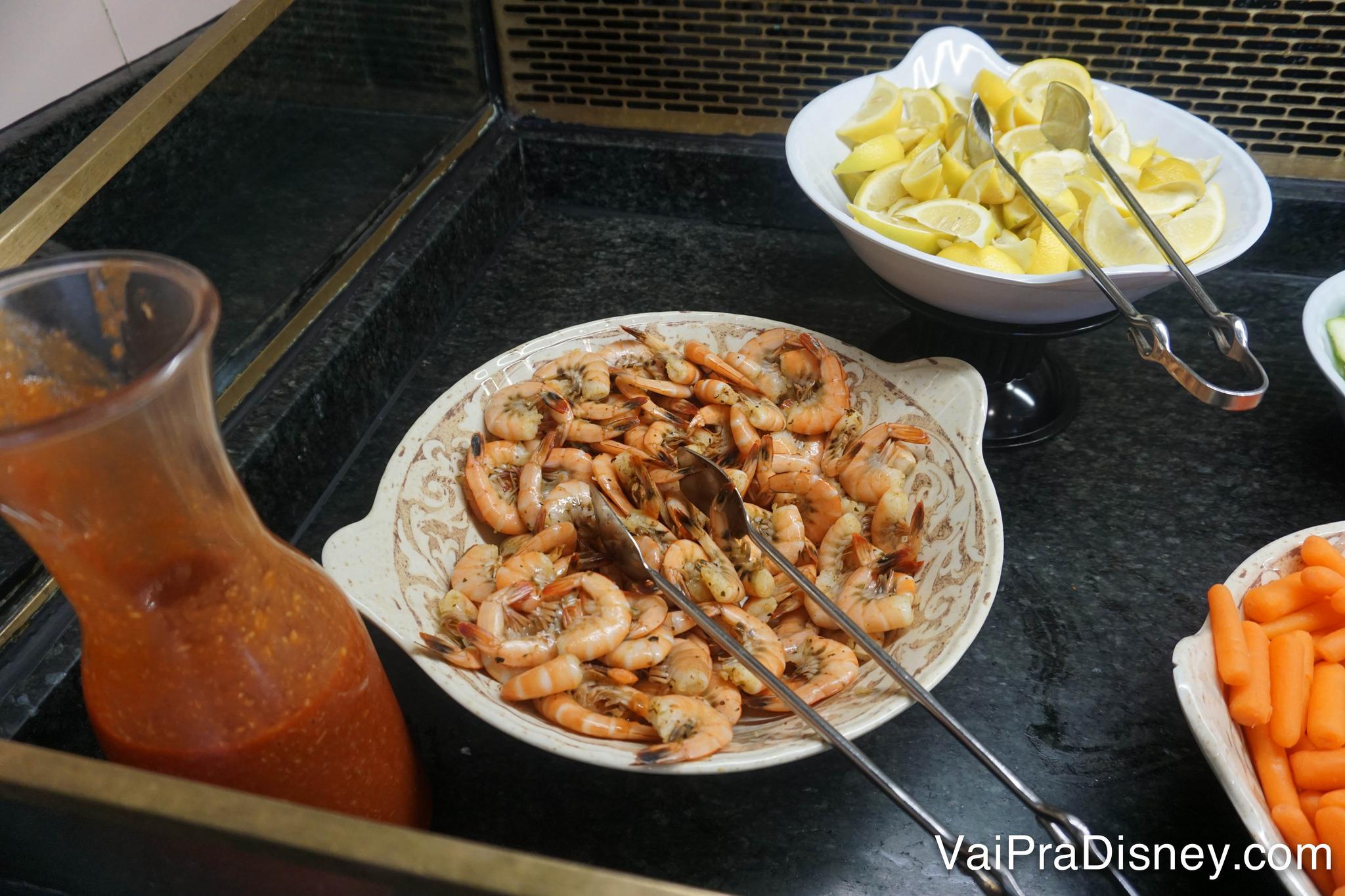 Foto do camarão no buffet do almoço do Crystal Palace