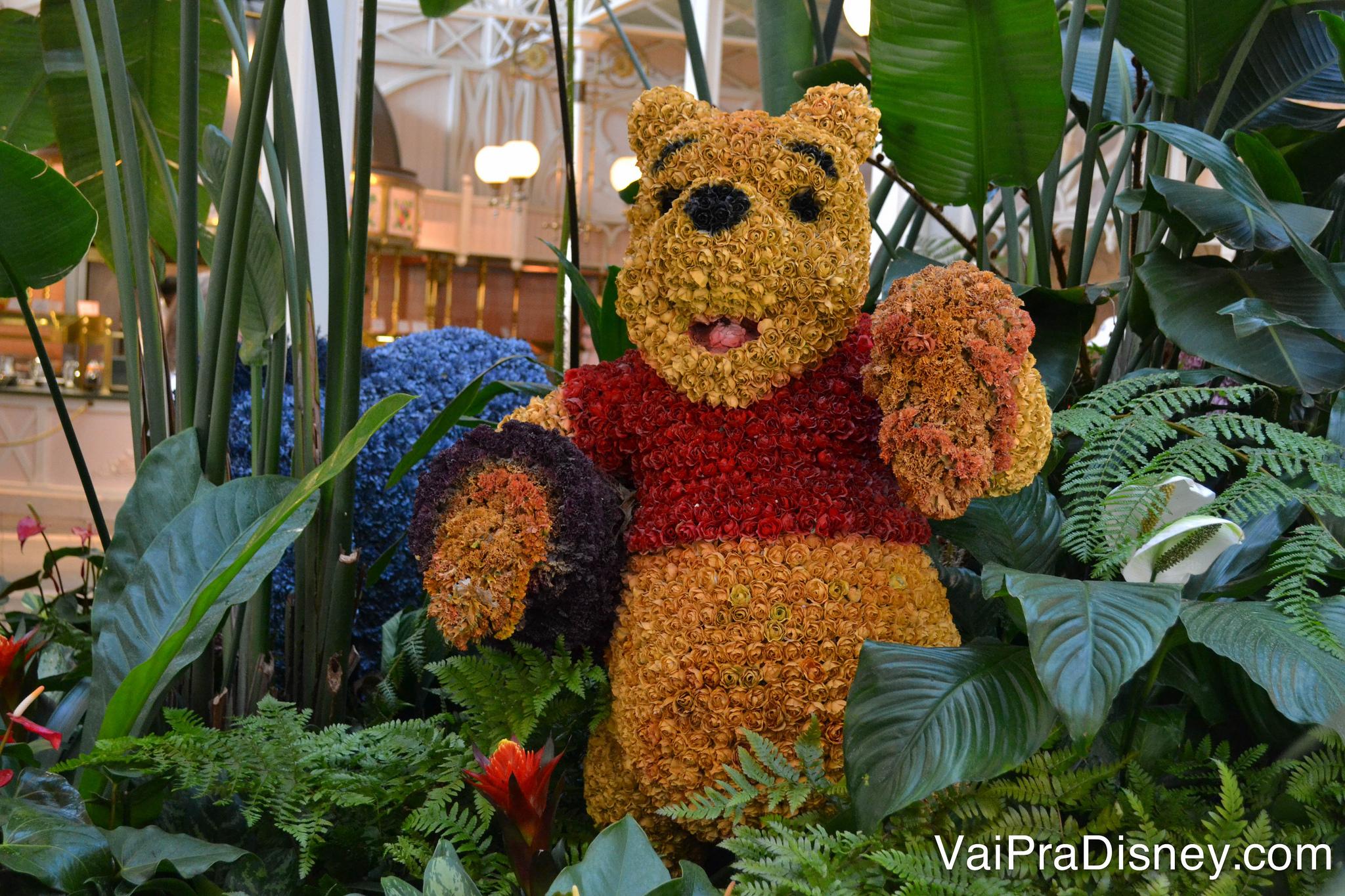Ursinho Pooh feito de plantas.