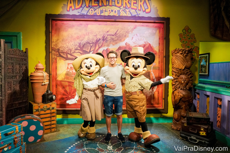 Mickey e Minnie de roupinha de safári no Animal Kingdom