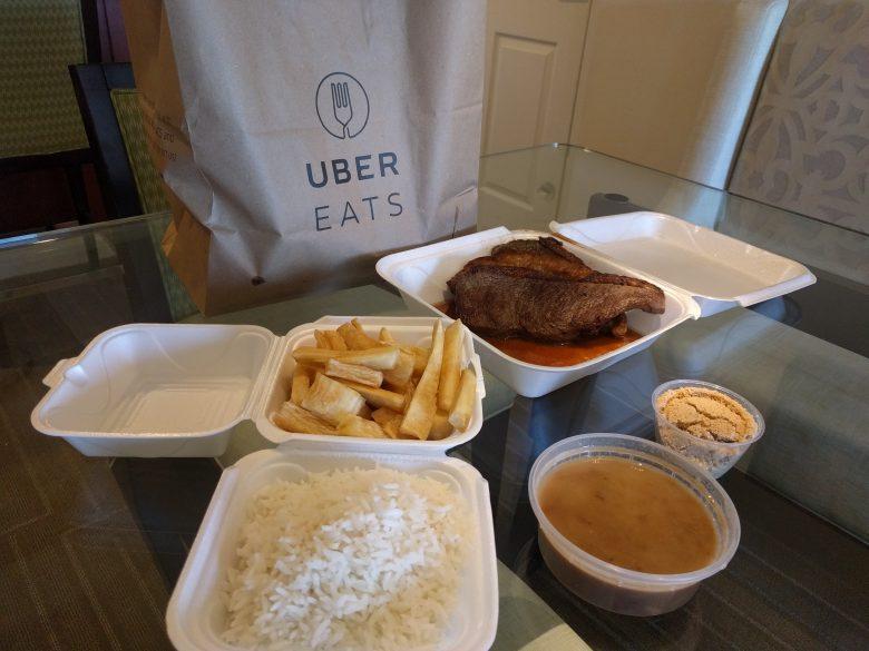 Comida brasileira deliciosa que eu pedi no UberEATS.
