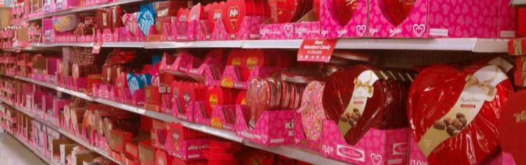 Lojas forradas de produtos para o dia dos namorados nos EUA, que acontece em Fevereiro
