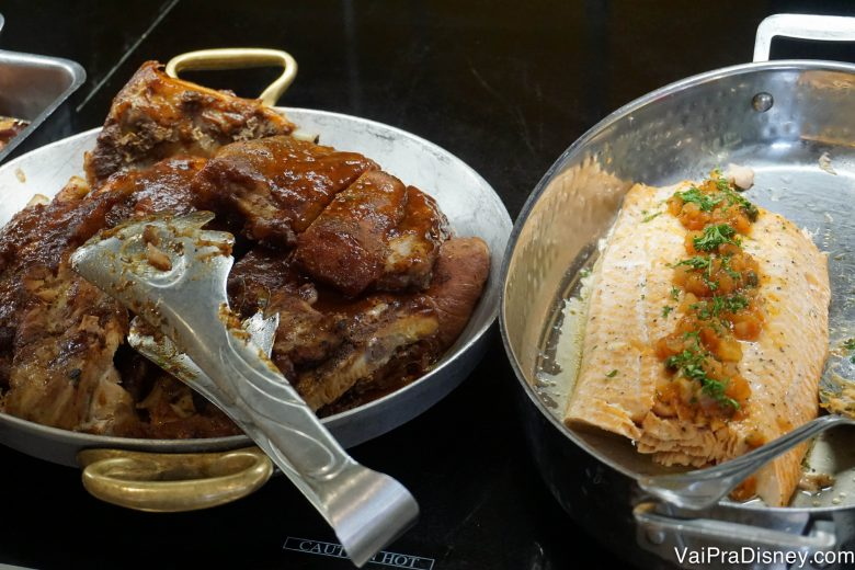 Foto das comidas de almoço no Chef Mickey's