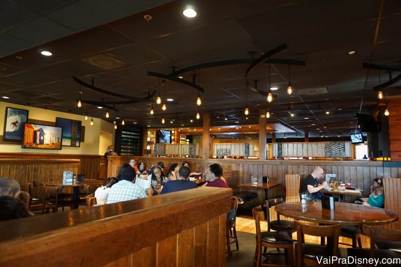 This is the Outback Steakhouse near Orlando International Airport. My wife and I attended a special menu preview evening. The Outback Steakhouse was getting ready to roll out a new menu and 6/10(59).