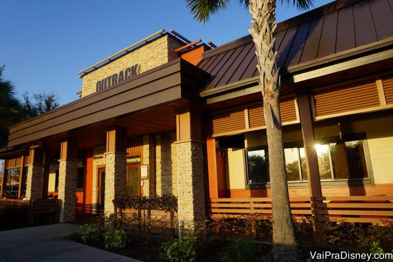 Entrada do Outback em Orlando. As unidades diferem um pouco, a que eu mais gosto fica perto do Premium da Vineland.