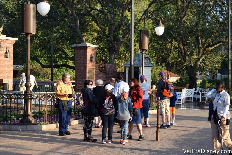 De manhã bem cedinho, o parque está bem mais tranquilo e perto das cordas só se vê o pessoal fazendo check in para o Early Morning Magic.