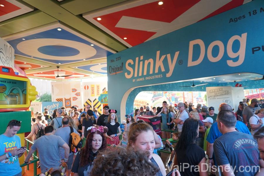 A montanha russa do Slinky em Toy Story Land sempre tem fila, e um Fastpass+ aqui vale ouro!