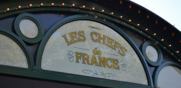 Placa do restaurante Les Chefs de France, que fica no pavilhão da França no Epcot.