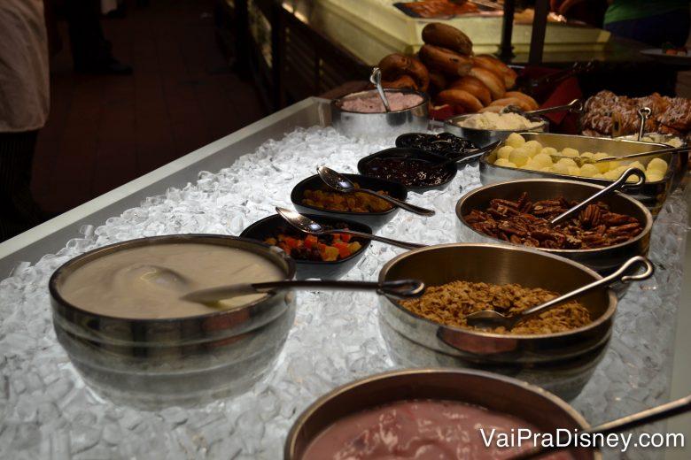 Algumas das opções do café da manhã no Akershus.
