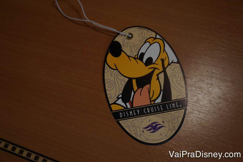 Foto da tag de mala da Disney Cruise Line com o Pluto