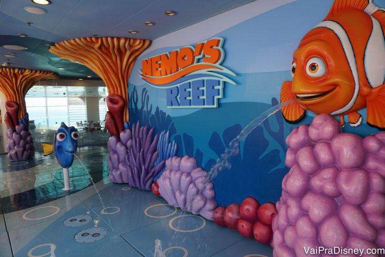 Foto do playground molhado do navio, o Nemo's Reef