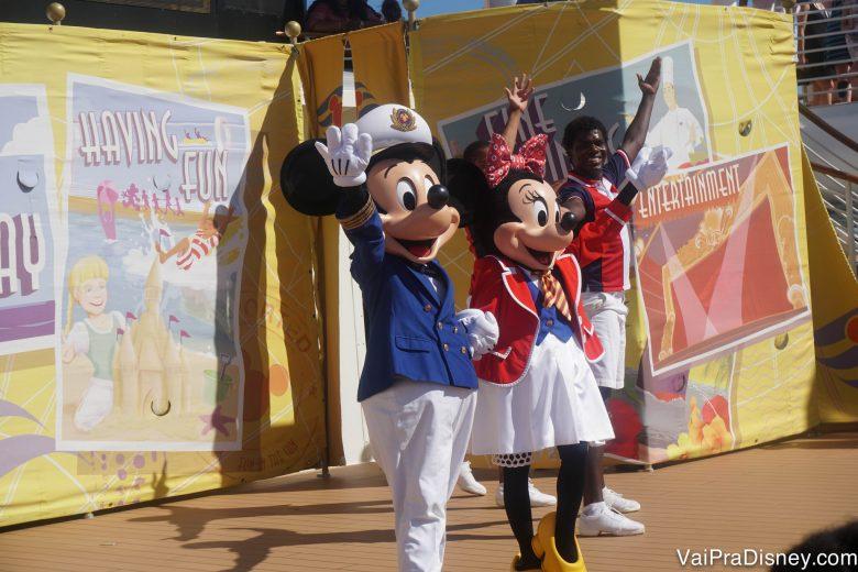 Foto do Mickey e da Minnie no Sailing Away, show que marca o início do cruzeiro