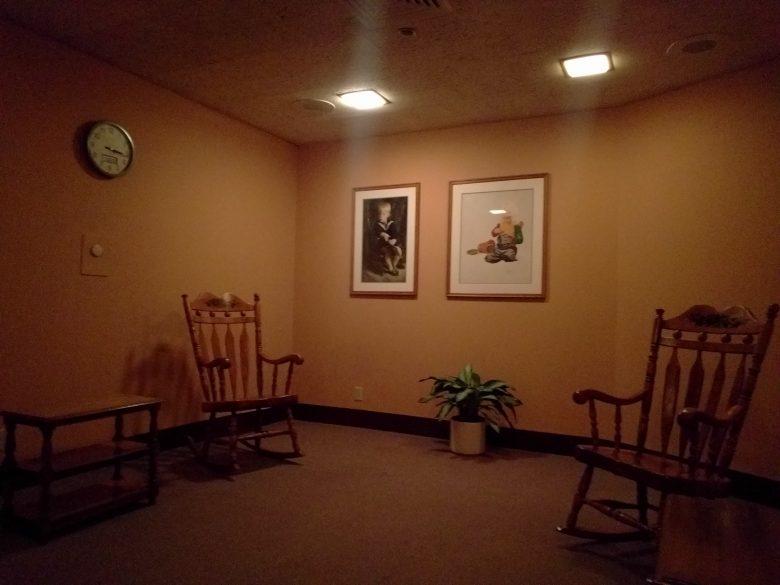 Sala de amamentação do Epcot. Aqui a cadeira é de madeira, mas no Magic Kingdom por exemplo é estofada. Cada Baby Care center é de um jeito.