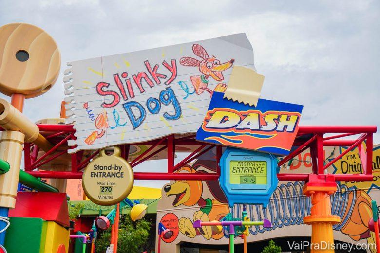Slinky Dog Dash é um exemplo de atração disputada , já que todo mundo quer furar a fila de horas que se forma lá.