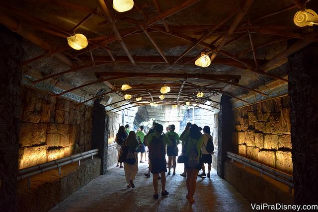 Entrada subterrânea, para quem vem de ônibus do Citywalk