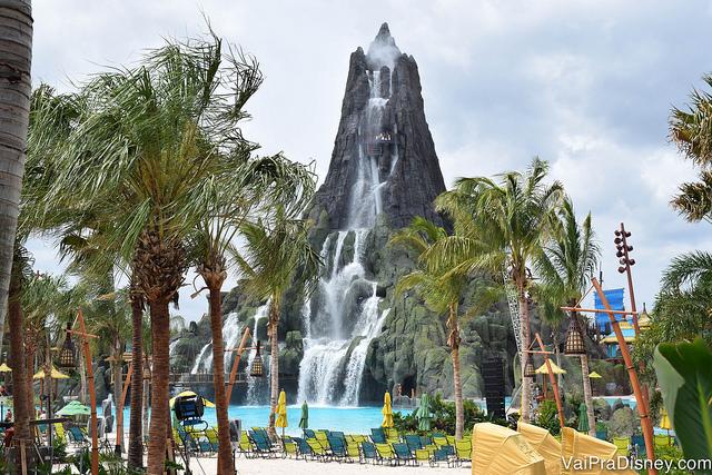 Nos finais de semana dos dias quentes, os parques aquáticos costumam ficar bem mais cheios.