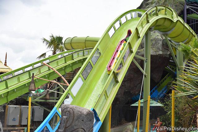 Krakatau Aqua Coaster, a montanha russa aquática do Volcano Bay