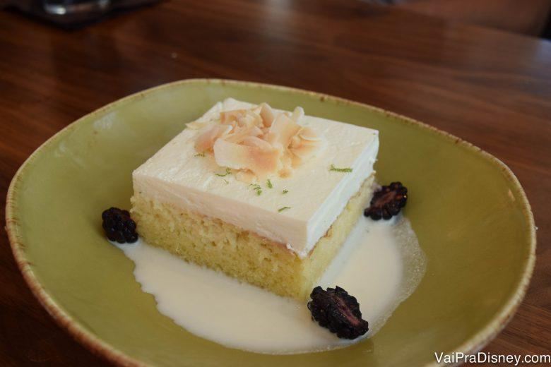 Foto do prato com o bolo tres leches do Frontera Cocina, em Disney Springs