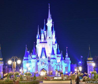 Castelo da Cinderella, com pouquíssimas pessoas, só durante o After Hours no Magic Kingdom