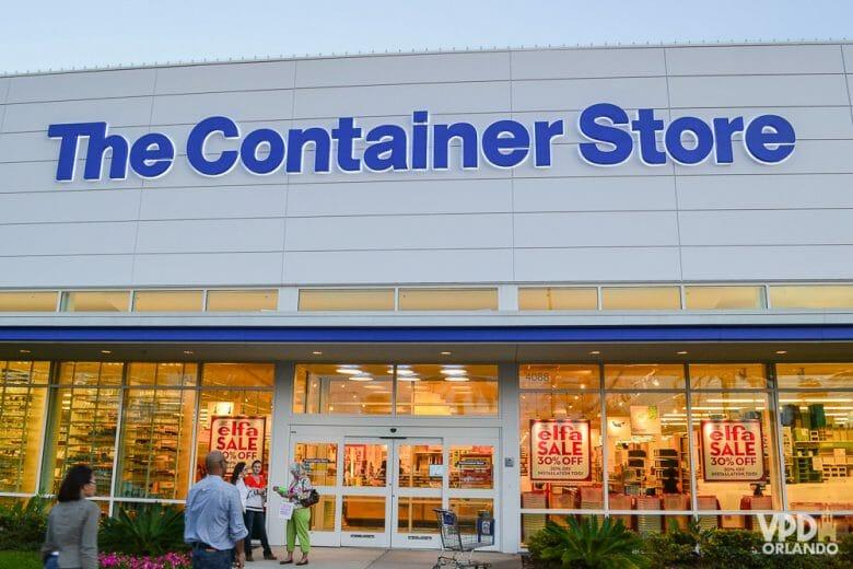 O paraíso das pessoas organizadas (como o Felipe). E até as menos organizadas (como eu) acabam se apaixonando pela Container Store! Foto da fachada da loja The Container Store