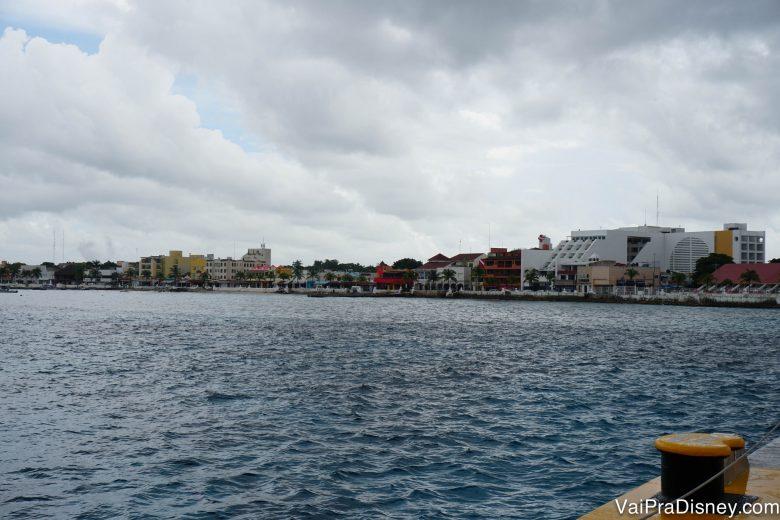 Foto de Cozumel e do mar no dia chuvoso