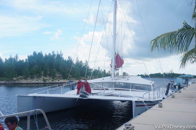 Para quem não sabe, este é o catamaran: um barco com uma área boa para ficar tomando sol.