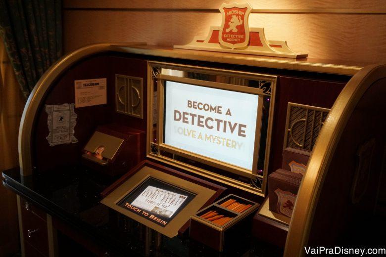 Foto da tela de início do jogo na Midship Detective Agency, a bordo do cruzeiro