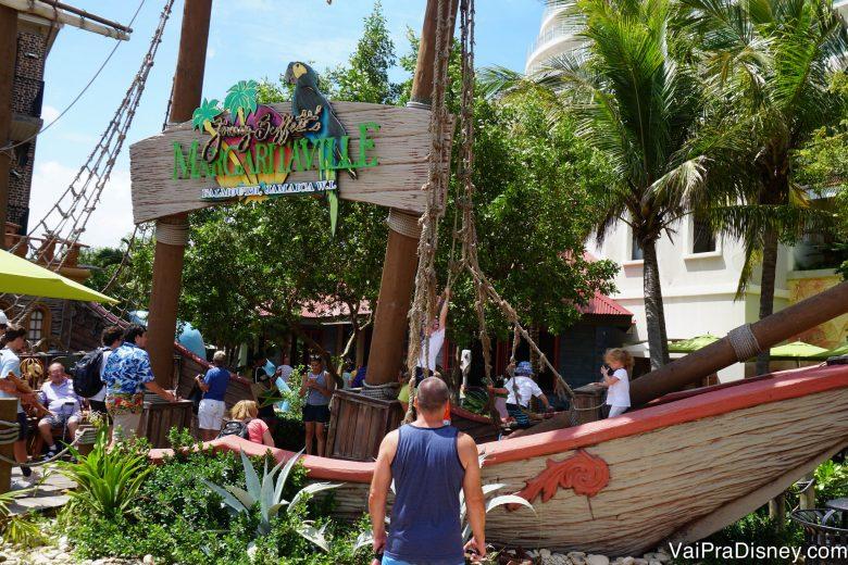 Foto do bar Margaritaville em Falmouth, na praia