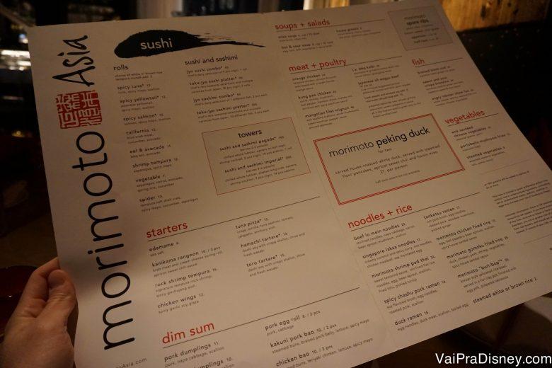 Cardápio do Morimoto Asia. São muitos pratos, com alternativas bem variadas.