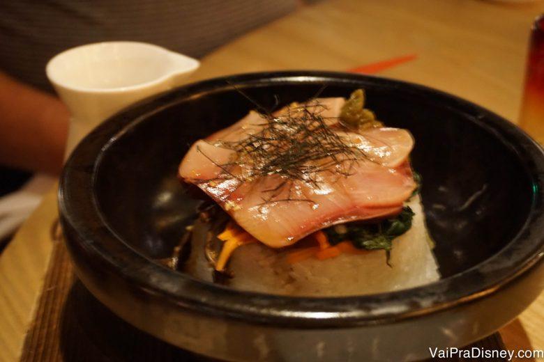 O Buri Bop, um prato de peixe, arroz e gema de ovo.