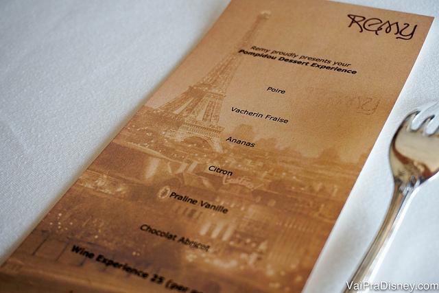 Foto do menu com as 6 sobremesas da noite na experiência