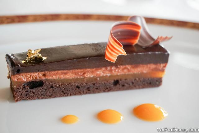 A última sobremesa da Remy Pompidou Dessert Experience, Chocolat Abricot, uma torta de chocolate com damasco